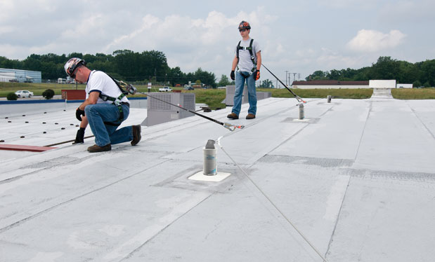 Another safety approach - Horizontal lifelines offer roofing professionals more fall-protection options